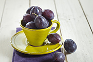 Plums in a cup - SBDF001947