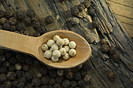 White and black peppercorns - ASF005599