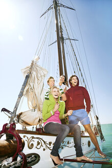 Happy friends on a sailing ship - TOYF000873