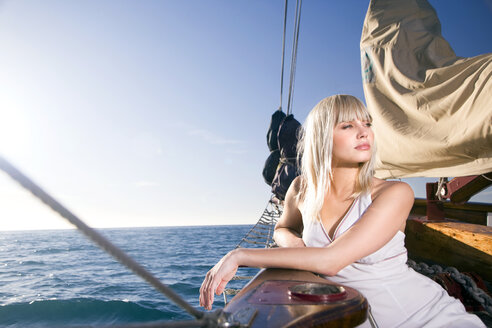Blond young woman on a sailing ship - TOYF000935