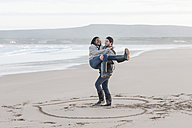 South Africa, Cape Town, young couple on the beach - ZEF005277