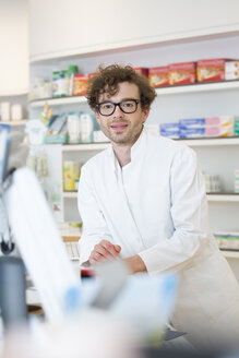 Portrait of pharmacist - FKF001082