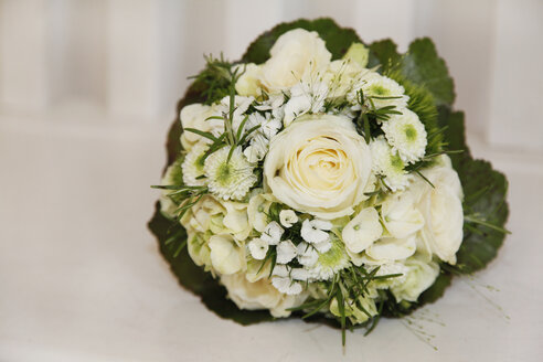 White bridal bouquet - RIMF000321