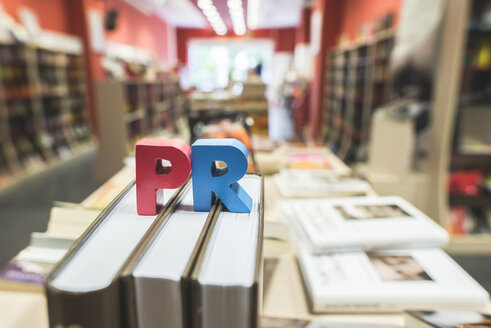 Letters PR  in a bookstore - DEGF000415
