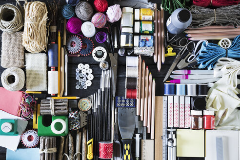 Arrangement of craft materials and tools - PDF000952