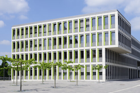 Germany, Dortmund, modern office building - GUF000112