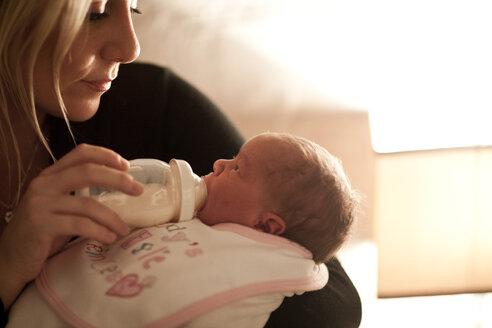 Mother bottle-feeding newborn baby - ZEF006307