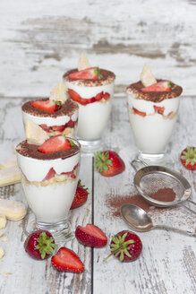 Strawberry mascarpone cream in glasses, lady's fingers, fresh strawberries and cocoa - YFF000435