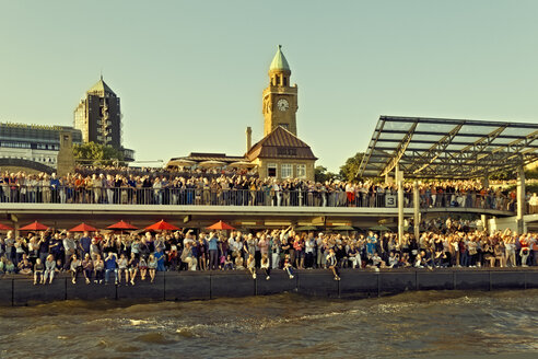 Germany, Hamburg, People at the annual Harbour Fest - MEM000755