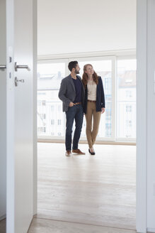 Young couple viewing new flat - RBF002808