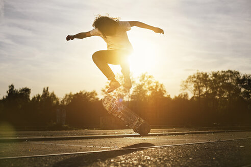 Young man on skateboard in backlight - GCF000117