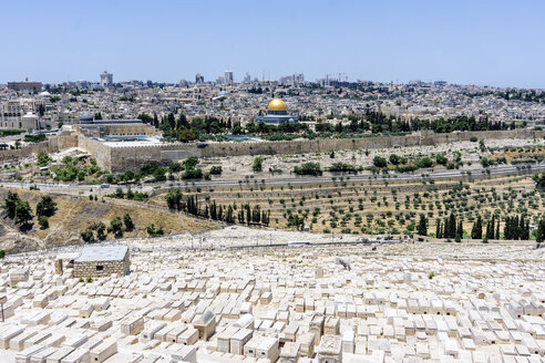 Israel, Jerusalem, View from Mount Olivet over Jewish cemetary to the Dome of the Rock - WEF000343