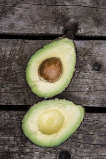 Sliced avocado on wood - SARF001871