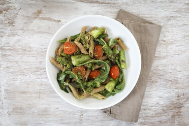 Wholemeal spelt rigatoni with green asparagus, cherry tomato and rocket pesto on plate - EVGF001763