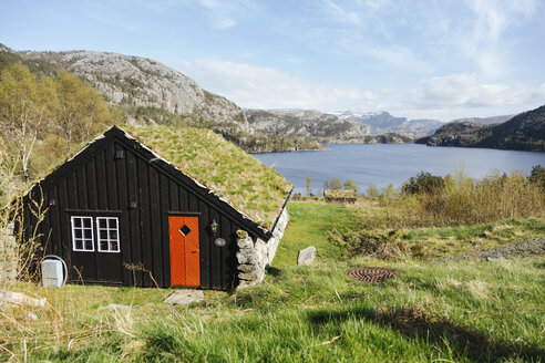 Norway, Stavanger, Houses by lake - STDF000196
