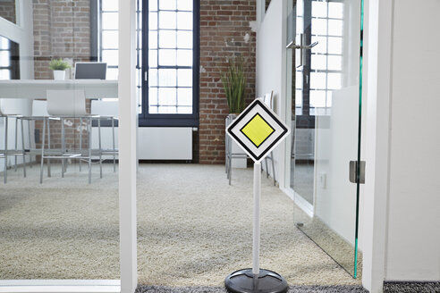 Right of way sign in modern open plan office - PDF001062
