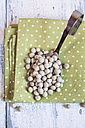 Spoon of dried green peas on cloth - SBDF002032