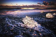 Iceand, Jokulsarlon beach, mini icebergs - SMAF000339