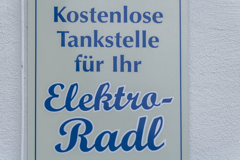 Sign of electric vehicle charging station - TC004708