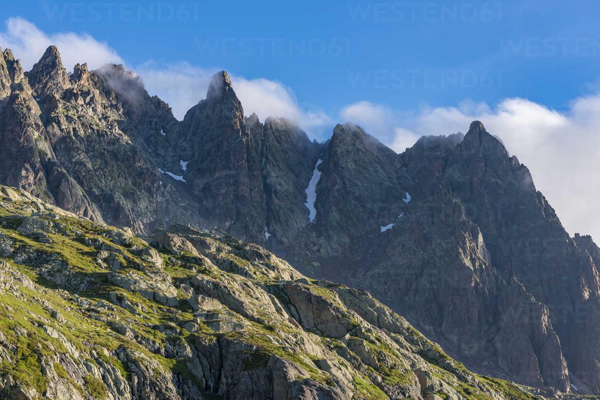 France, Mont Blanc, Lake Cheserys, peaks in the morning - LOMF000011 - Lorenzo Mattei/Westend61