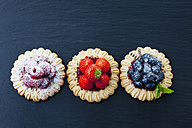 Three short crust tartlets with different berries - CSF025794