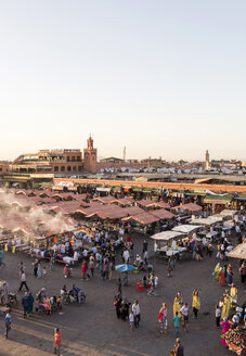 Morocco, Marrakesh, view to Jemaa el-Fnaa bazaar in the evening - JUNF000318