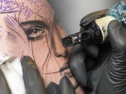 Tattoo artist at work - TAMF000008