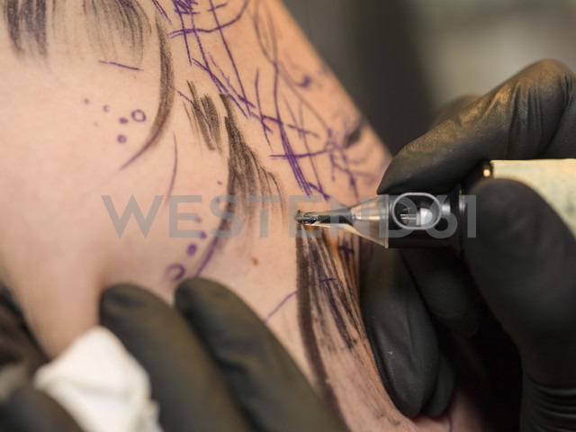 Tattoo artist at work - TAMF000015