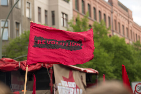 Germany, Berlin, Kreuzberg, red flag on demonstation on 1st of May - TAMF000074