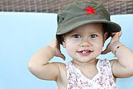 Baby girl with vietnamese baseball cap - DRF001675