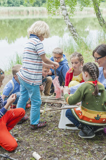 Germany, Children learning how to build a wooden raft - MJF001574