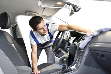 Man cleaning car interior - LYF000425