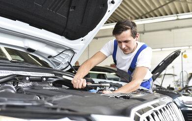 Mechanic repairing car in a garage - LYF000445