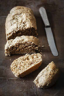 Wholemeal spelt baguettes and knife - EVGF001855