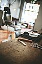 Utensils in a barber shop - MADF000354