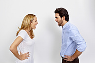 Angry couple shouting at each other in front of white background - CHAF000264