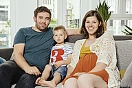 Family portrait on a sofa at home - MFF001798