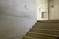 Concrete stairs in anfinished building - FMKF001572