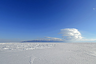 Russia, Lake Baikal, sunny day above frozen lake - GNF001353