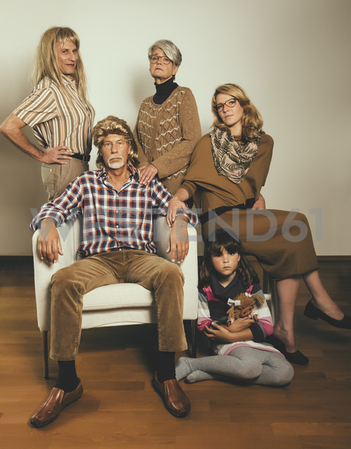 Portrait of family dressed like in the Eighties - MFF001681