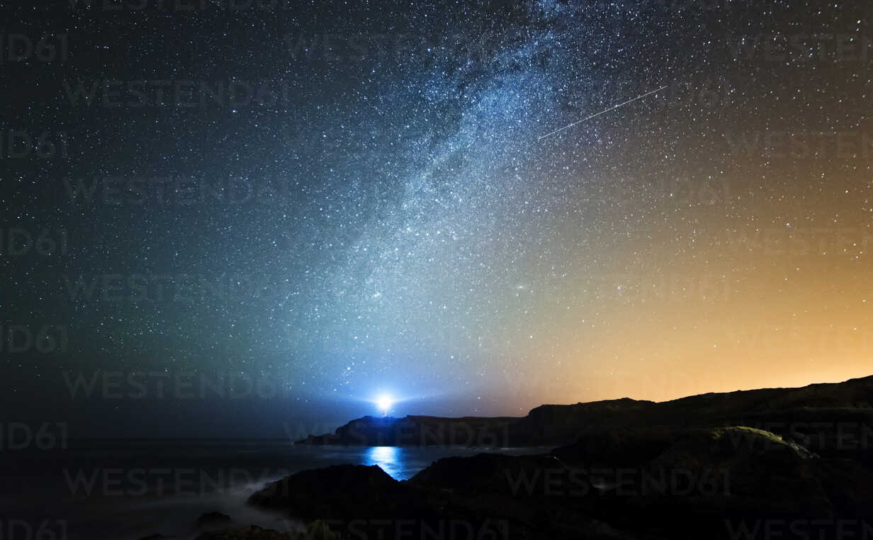 Spain, Valdovino, starry sky with milky way and shooting star above the Galician coast - RAEF000228 - Ramon Espelt/Westend61