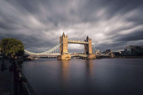 UK, London, view to Tower Bridge at twilight, long exposure - ZMF000412