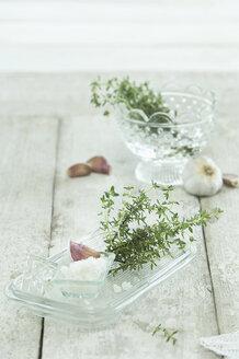 Fresh rosemary, sea salt and garliv clove - ASF005634