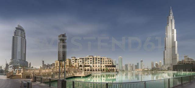 United Arab Emirates, Dubai, Panoramic view of Burj Khalifa, Burj Khalifa Lake, Souk Al Bahar and The Adress - NKF000275 - Stefan Kunert/Westend61
