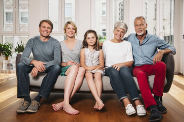 Group picture of three generations family sitting on one couch - MFF001749