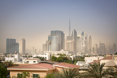 United Arab Emirates, Dubai, Skyline of Downtown Dubai in light sandstorm - NKF000280