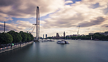 UK, London, view to River Thames, London Eye and Palace of Westminster, long exposure - ZM000404