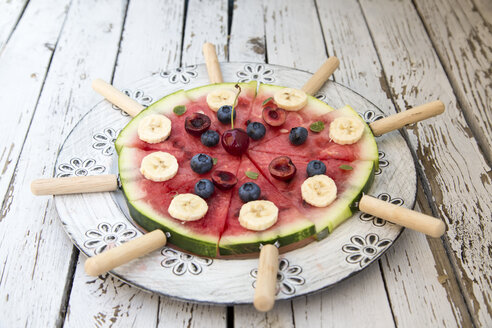 Watermelon pizza, banana, blueberries, cherries, mint - SARF002015