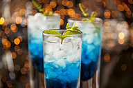 Fresh cocktail with blue curacao liquer - JUNF000349