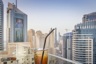 UAE, Dubai, cocktail in a rooftop bar - NKF000290